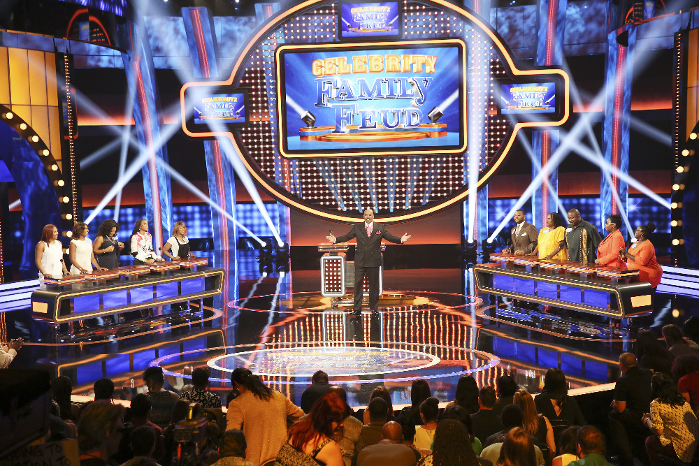 "CELEBRITY FAMILY FEUD - ""Anthony Anderson vs Toni Braxton and Monica Potter vs Curtis Stone"" - The series premiere of ""Celebrity Family Feud"" will feature actor Anthony Anderson's (""black-ish"") family vs. 7-time Grammy Award-winning artist Toni Braxton and her sisters; and in a separate game, family members from Australian celebrity chef Curtis Stone and actress Monica Potter will spar off against each other to win money for a charity of their choice. Hosted by Steve Harvey, the highly popular multi-hyphenate standup comedian, actor, author, deejay and Emmy Award-winning talk-show and game-show host, ""Celebrity Family Feud"" premieres on SUNDAY, JUNE 21 (8:00-9:00 p.m., ET/PT) on the ABC Television Network. (ABC/Adam Taylor) TRACI BRAXTON, TOWANDA BRAXTON, TRINA BRAXTON, TAMAR BRAXTON, TONI BRAXTON, STEVE HARVEY, STEVE HARVEY, ANTHONY ANDERSON, DORIS BOWMAN, DERRICK BOWMAN, DENICE WHITEHURST, CAROL HUBBARD"